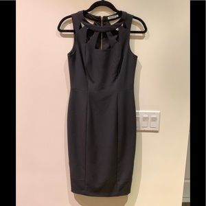 Solid Sheath dress with cut-out neckline